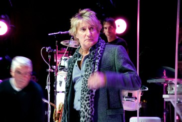 Rod Stewart rehearses at the Baron Funds 2009 shareholder meeting at the Lincoln Center, New York, NY.